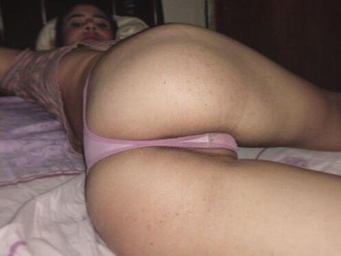 Masturbates dirty talk on live cam